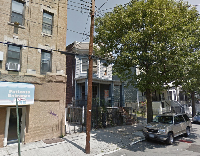 2131 Mapes Avenue