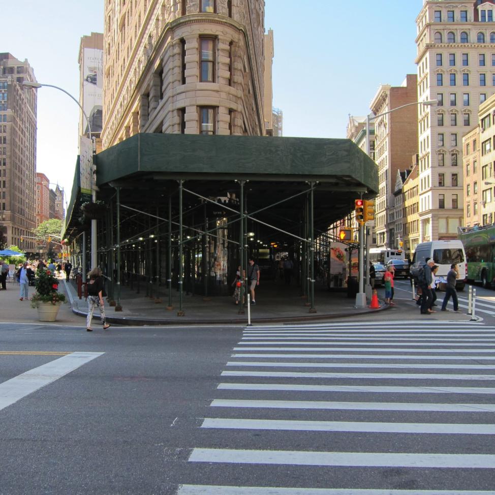 A sidewalk shed on the Flatiron Building, image via NYBC