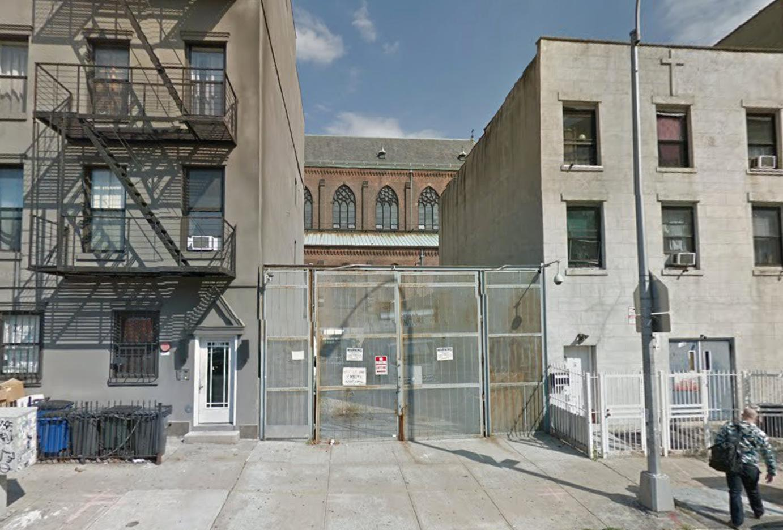 126 Manhattan Avenue
