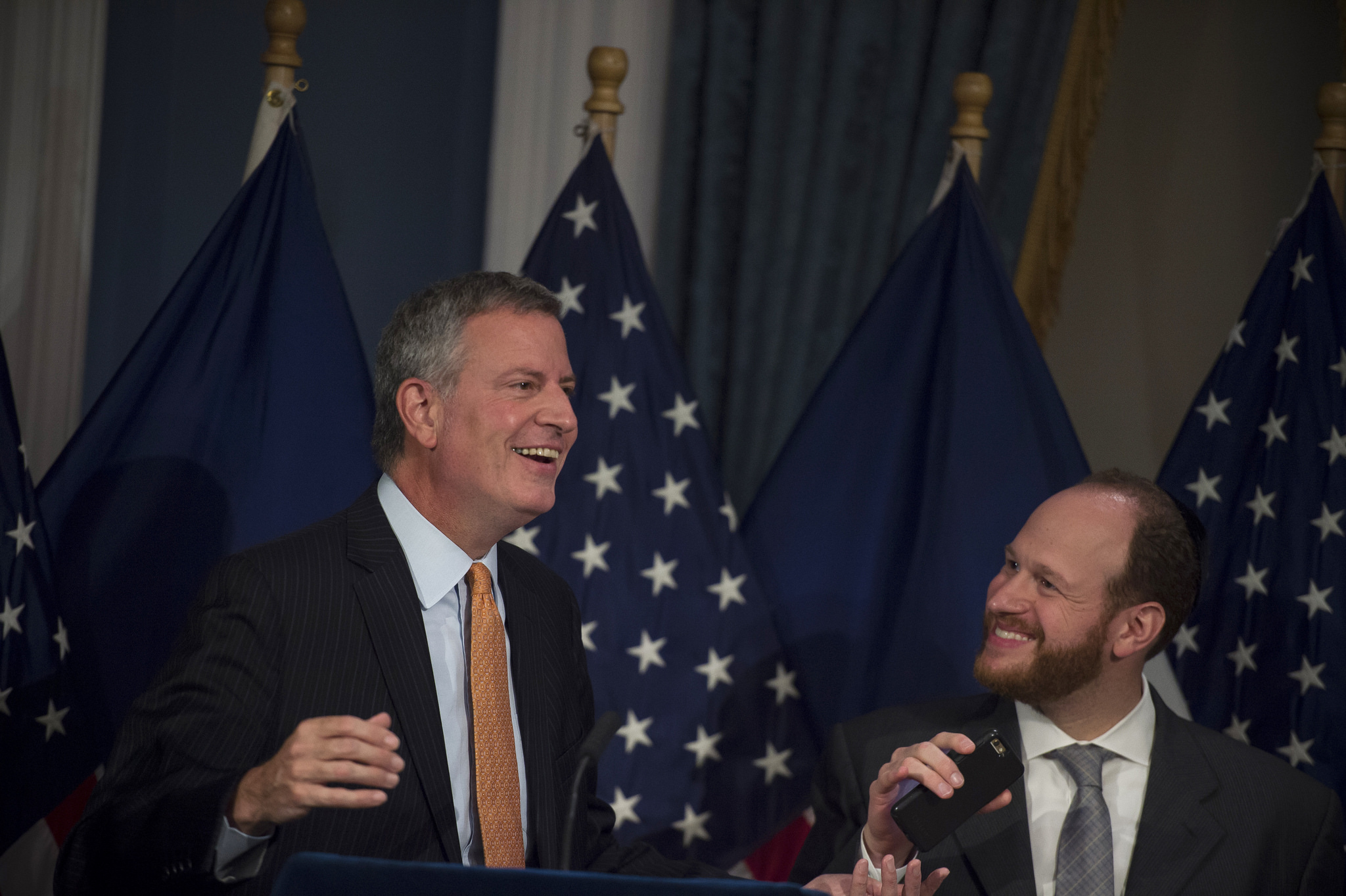 Mayor Bill de Blasio and City Council Member David Greenfield at the signing of Intro. 775-A. Credit: Ed Reed/Mayoral Photography Office