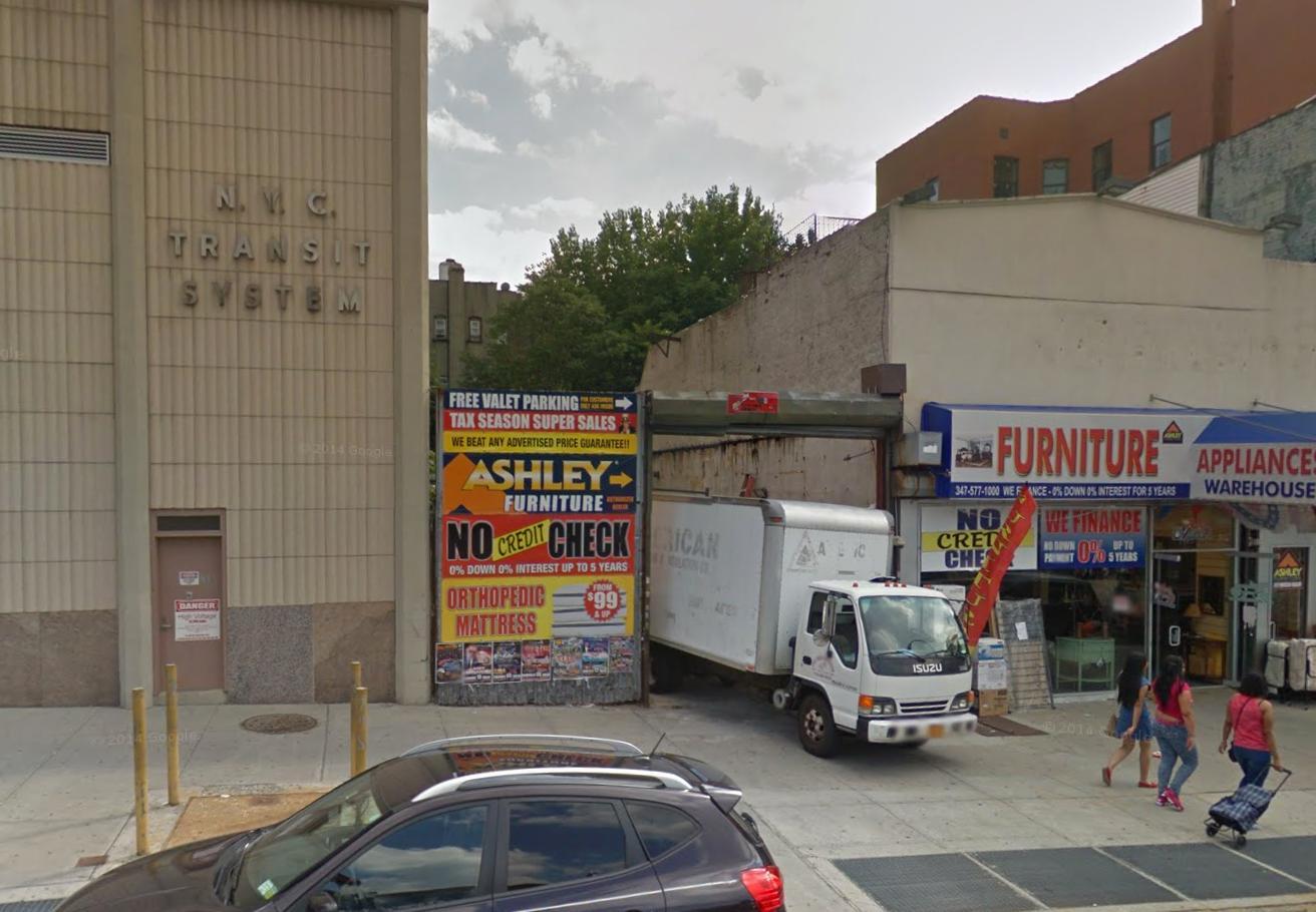 582 East 138th Street