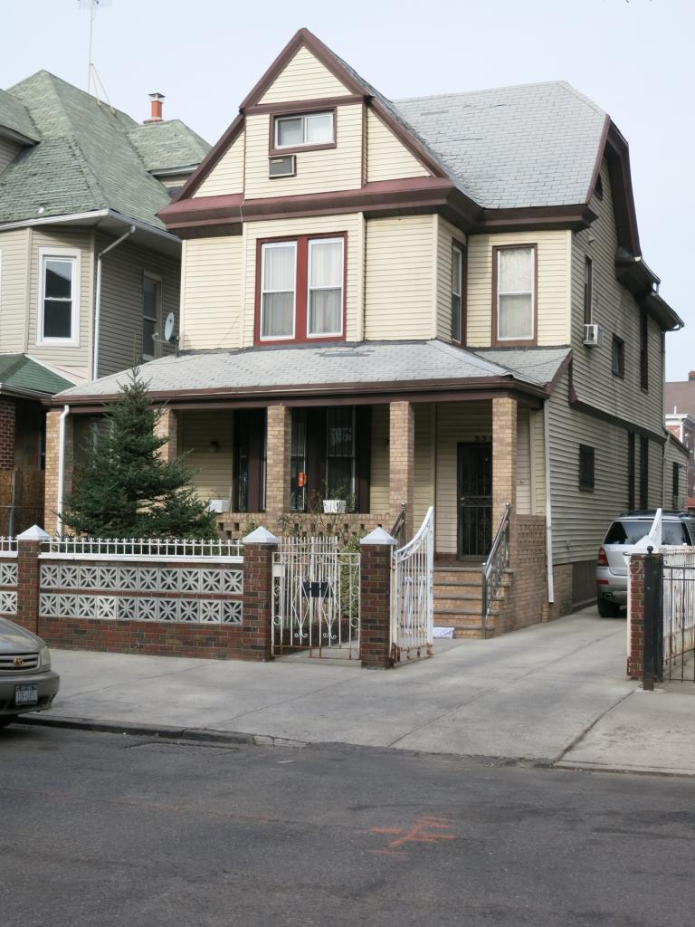239 Hawthorne Street
