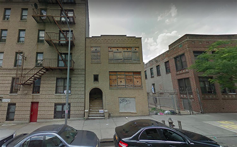 1771 Weeks Avenue in Mount Hope, The Bronx