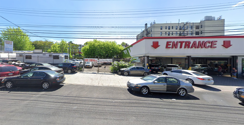 4318 Bronx Boulevard in Wakefield, The Bronx
