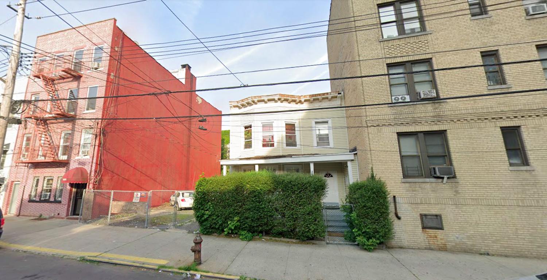 3033 Cruger Avenue in Williamsbridge, The Bronx