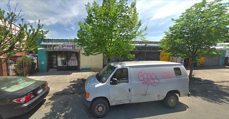 808 Cauldwell Avenue in Woodstock, The Bronx