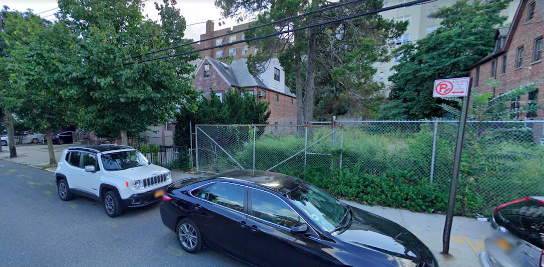 2093 Matthews Avenue in Pelham Parkway, The Bronx