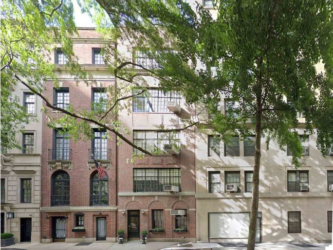 Existing front elevation at 19 East 74th Street (center) - Steven Harris Architects